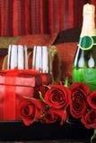 Rosas y vino rojos Imagenes de archivo