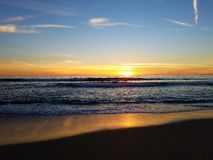 Rosasonnenuntergang des orange Gelbs auf Strand Malibu 4k Stockfotografie
