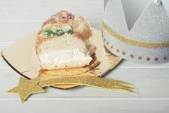 Roscon de Reyes, Spanisch drei Könige backen zusammen stockfoto