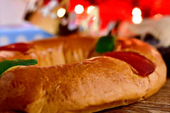 Roscon de Reyes, Spanisch drei Könige backen zusammen stockbilder