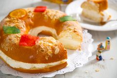 `Roscon de reyes` , Spanish typical dessert of Epiphany Royalty Free Stock Photography