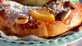 Roscon de Reyes (torta de tres reyes) almacen de metraje de vídeo