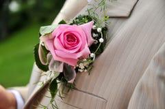 Rose auf Bräutigam Lizenzfreie Stockfotos