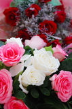 Rose auf der Tabelle Stockbild