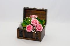 Rose auf Geschenk lizenzfreie stockfotos