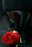 Rose avec la chaussure de haut talon images stock