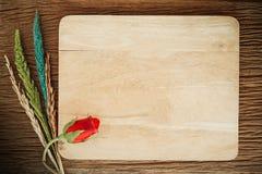 Rose avec la fleur sur le bois, fond de valentine Image libre de droits