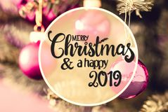 Rose Balls obscura, Feliz Natal da caligrafia e 2019 feliz imagem de stock