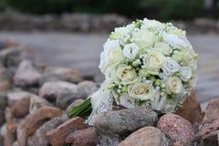 Rose bianche del mazzo prima di weddin Fotografia Stock