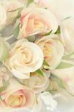 Rose Bouquet met Zachte die Nadrukkleur als Achtergrond wordt gefiltreerd stock foto's