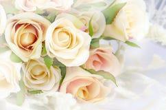 Rose Bouquet met Zachte die Nadrukkleur als Achtergrond wordt gefiltreerd stock afbeelding