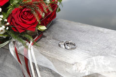 Rose bouquet with wedding rings Stock Photography