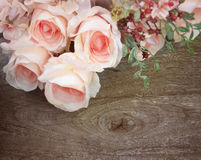 Rose bouquet on wood texture background Royalty Free Stock Photos