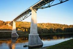 Rose Bridge bianca per i pedoni ed i ciclisti in Alytus, Lithua fotografia stock libera da diritti