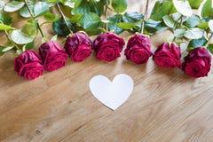 Rose con cuore bianco fotografia stock libera da diritti