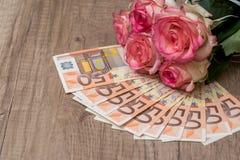 Rose con l'euro immagini stock