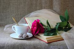 Rose, a cup of coffee Royalty Free Stock Images