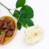 Rose de blanc avec le dessert Image libre de droits