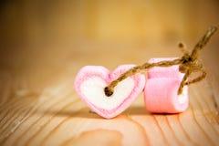 Rose de guimauve de forme de deux coeurs pour l'amour Photographie stock