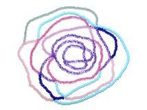 Rose de résumé des perles roses, bleues et argentées sur le blanc Image libre de droits
