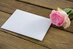 Rose de rose avec l'enveloppe Photos libres de droits