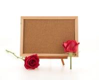 rose de rouge avec le conseil vide Photo stock