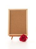 rose de rouge avec le conseil vide Photos stock