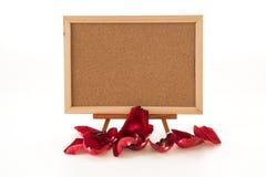 rose de rouge avec le conseil vide Photographie stock