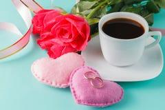 Rose de rouge, coeurs, fond de Valentine Images stock