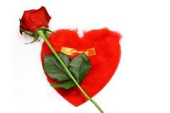 Rose de rouge et lettre de forme de coeur Images libres de droits