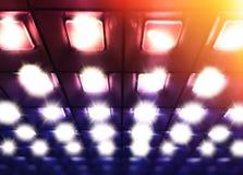 Rose diagonal et lignes des pourpres de fond lumineux de lampes photo libre de droits