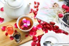 rose dziczy Rozgrzewkowa infuzja dzikie różane owoc obrazy royalty free