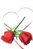 Rose e cuore rossi del nastro Immagini Stock Libere da Diritti