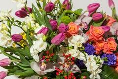 Rose ed orchidee Fotografie Stock