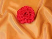 Rose en la seda imagen de archivo