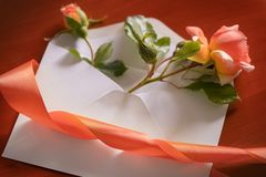 Rose and envelope on wooden background Stock Photography