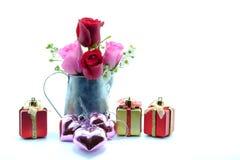 Rose et cadeau pour le Saint Valentin Image stock