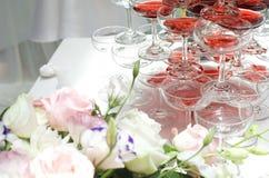 Rose et champagne pour le mariage Image libre de droits