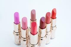 Rose et coloré des rouges à lèvres Photographie stock libre de droits