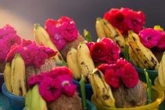 Rose et la banane se vendent dans le temple indou de Kapaleeshwarar, Chennai, Image libre de droits
