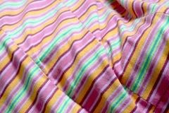 Rose extérieur de tissu, fond de Wale de tissu, foyer sélectif rose de tissu Photographie stock libre de droits