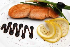 Rose färbte Fisch-Steak Lizenzfreie Stockbilder
