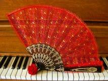 Rose Fan på piano Fotografering för Bildbyråer