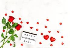Rose fleurit le jour de valentines rouge de décoration de coeurs Photos libres de droits