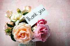 Rose flowers bouquet in a vase with a note royalty free stock images