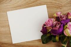 Rose Flowers-het boeket met ruimteexemplaar schikt voor decoratie op houten achtergrond stock foto's