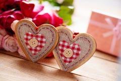 Rose, forma del cuore e contenitori di regalo Fotografie Stock