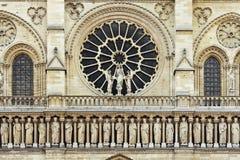 Rose forma la ventana en el frente de la catedral gótica de Notre Dame, París Fotos de archivo