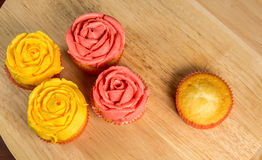 Rose Shape Frosting Cupcakes Royalty Free Stock Photo