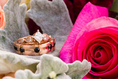 Rose Gold Wedding Rings Jewelry feita sob encomenda Imagem de Stock Royalty Free